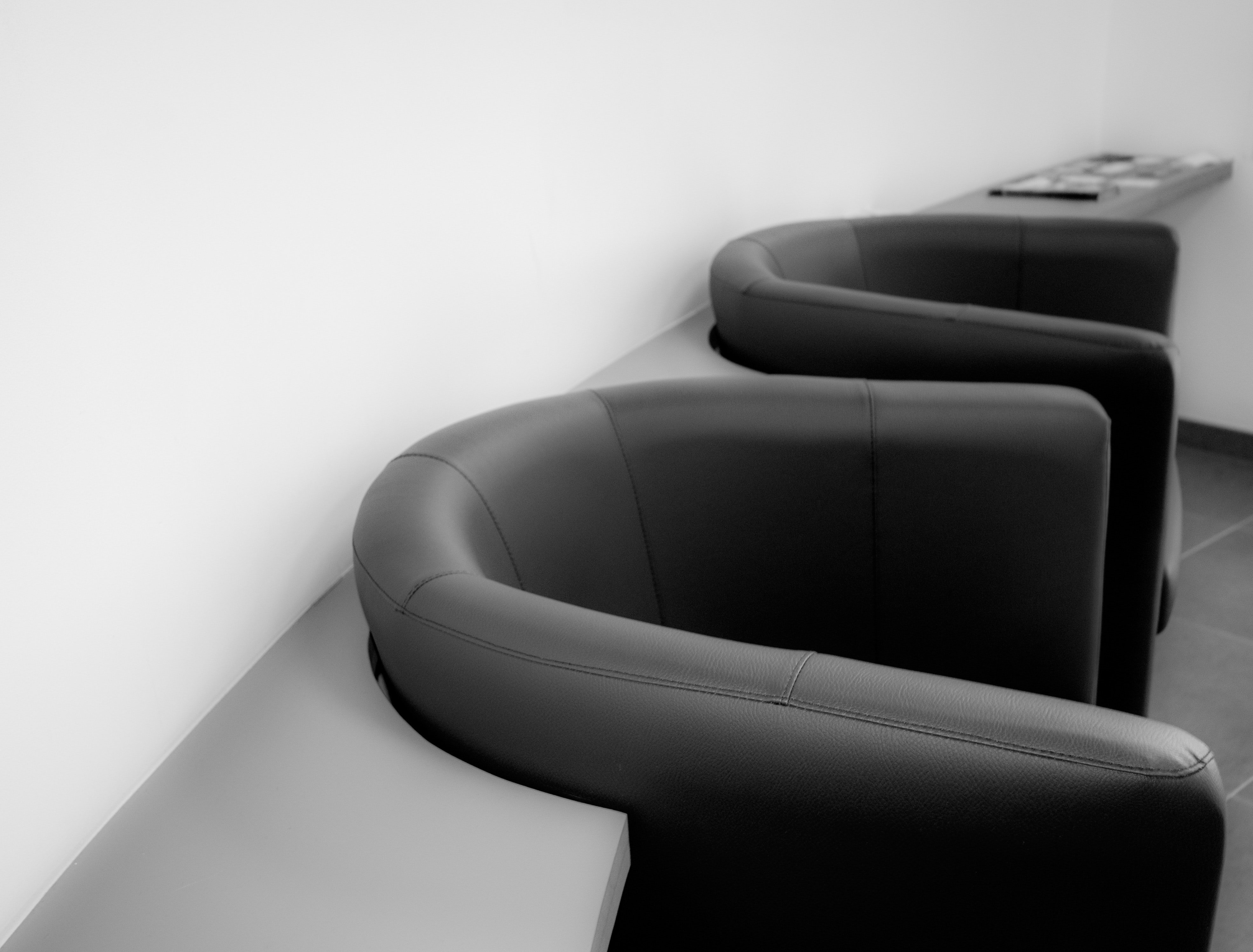 armchairs-black-and-white-chairs-271744